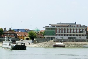 Szent Janos Hotel by the Danube River crossing