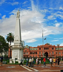 Pirámide Statue and Casa Rosada in Plaza de Mayo