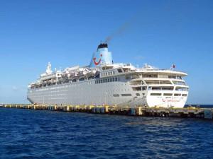 Thomson Dream berthed in Costa Maya