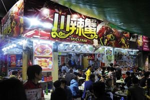Street food stalls in Temple Street Night Market