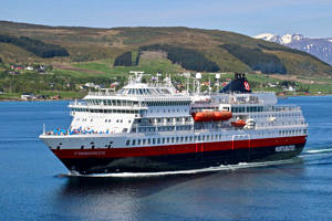 MS Finnmarken arriving at Sortland