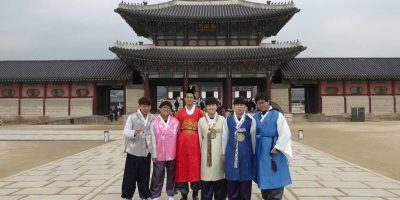 South Korea: Hanbok boys by a Palace Gate