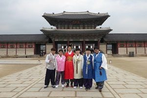 South Korea: Hanbok boys by a Palace Gate