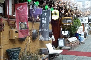 Ancient alleyway in Seoul