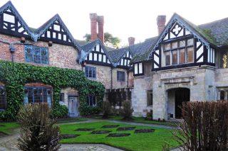 Baddesley Clinton courtyard